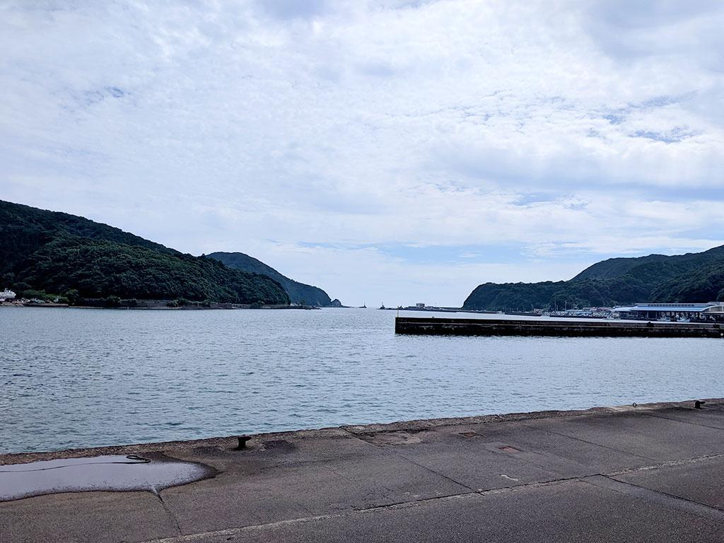 目の前に見える漁港