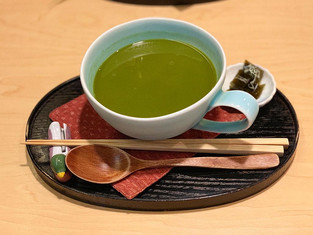 土佐茶のひんやりおしるこ(白玉入り)