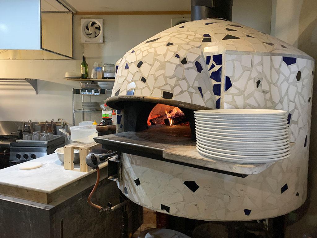 ピッツァを焼く石窯
