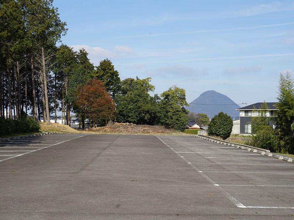 駐車場から見える飯野山