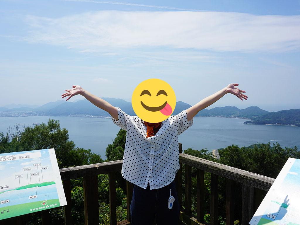 山頂にある展望台でやったーのポーズ!