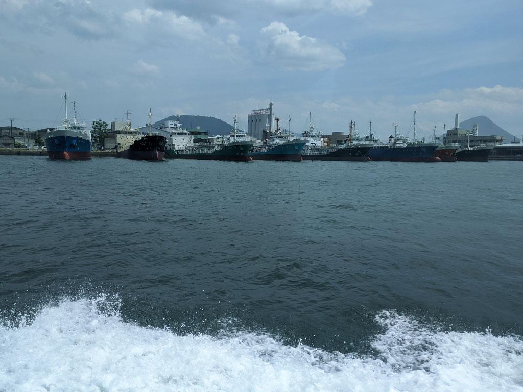 丸亀港を出港