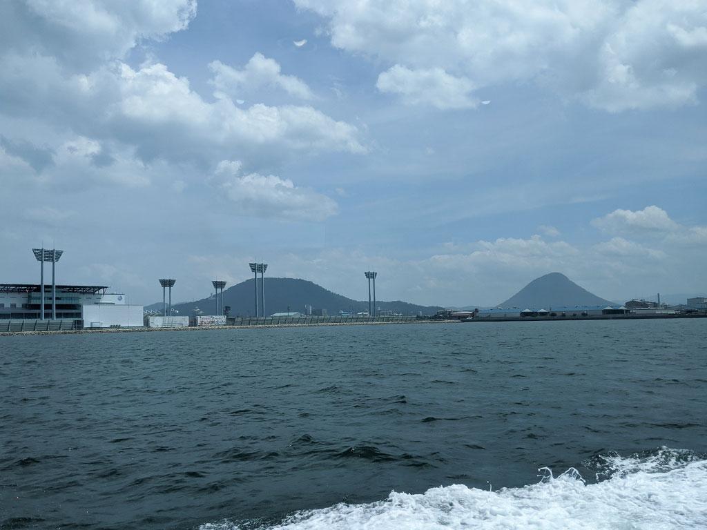 飯野山とボートレースまるがめ