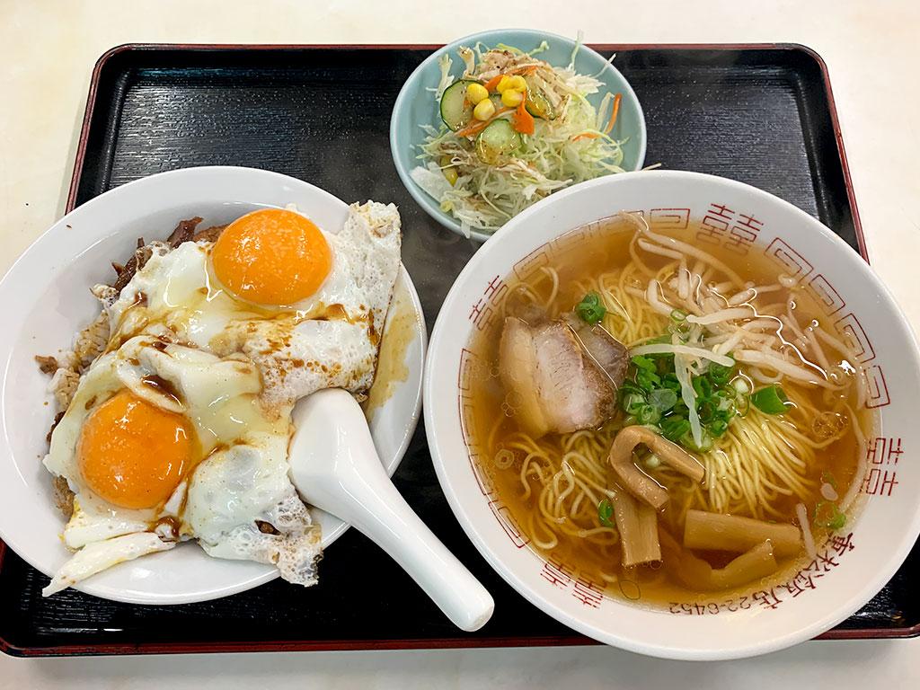 重松飯店のBセット(ラーメン・小サイズの焼豚玉子飯・サラダ)