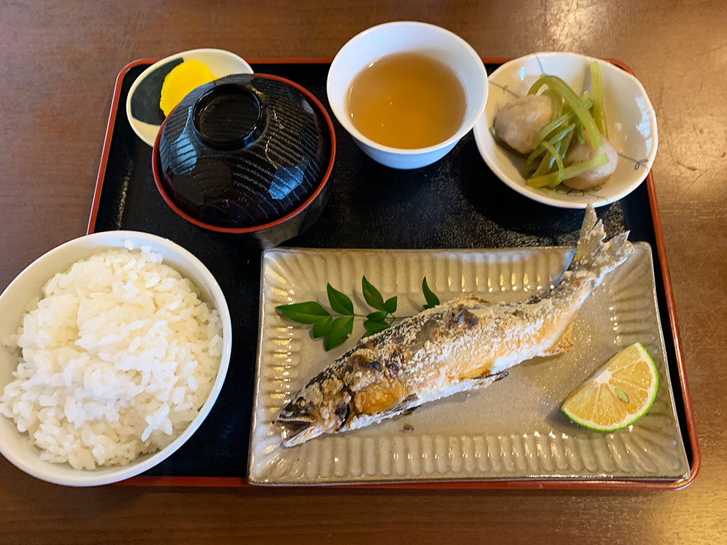 天然あゆの塩焼き定食01