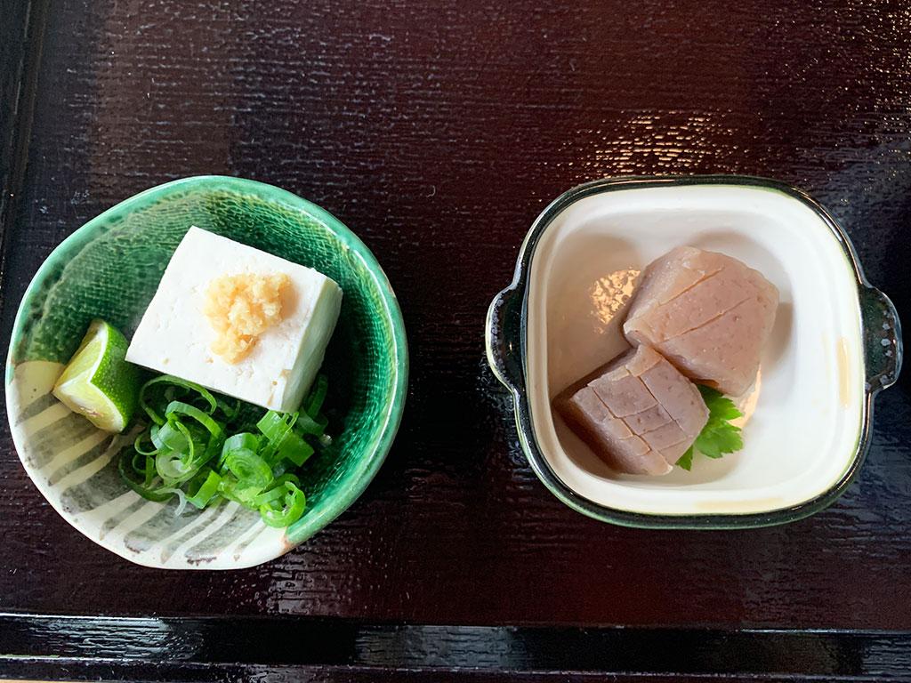 こんにゃくと豆腐の小鉢